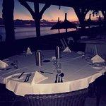 restaurant gastronomique avec coucher de soleil