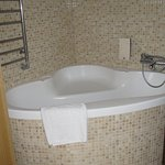 sit-down bath/shower--interesting (no curtain so be careful w/sprayer)