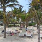 Comodidades de la playa, a metros del hotel