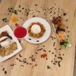 Assortiments de plats : Poulet 2 saveurs(caramel curcuma/coco,curry) Rougail de saucisses, Frita