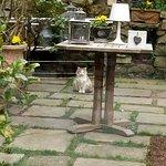 Photos prises lors de notre repas: une belle maison, un beau jardin, une belle table
