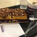 Waffle con dulce de leche y almendras + Café Rapanui