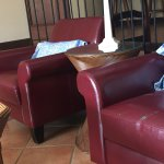 sillones rotos y viejos