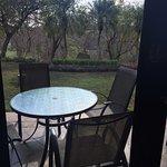 esta es la terraza con vista al jardin, se contrato vista al mar