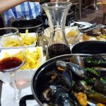 Mussels, Pizza, Chips, Bread & of course Red Wine, what more do you want!!!