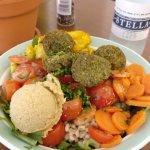 Salada 'Quinoaburgertjes/schapenfeta/spinazie'