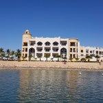 Das Juweira Boutique liegt direkt an der Marina, Ausflugsboote (z.B. Delphinbeobachtung) direkt