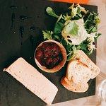 Amuse bouche de carpacio, Fois gras, salade de la mer et saumon