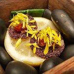 1 天 eric22888288#amusebouche for #tartness #wheatcrackers with #pepper , #lemonjam #chrysanthemu