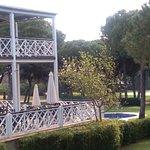 Terraza con vista a la piscina y campo de golf