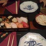 Sushi especial y arroz tres delicias
