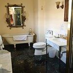 Alma Spreckles bathroom.