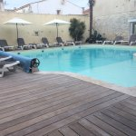 L'hôtel, le patio, la piscine, la salle du petit déjeuner.