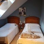 Habitación de 2 camas, el techo, como se aprecia muy justo