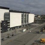 Mercedes Benz Arena nebenan