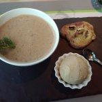 Velouté de châtaignes - toast au roquefort et glace aux noix.