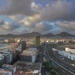 Vista del puerto y la playa de Las Canteras ( 2 en 1)