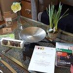 Ostergrüße auf dem Tisch