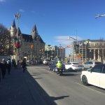 Walking to the hotel along Elgin Street