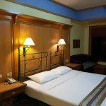 Hotel situé dans un cadre magnifique et au bord de la rivière Kwai. Chambre spacieuse mais ayant
