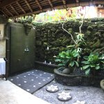 Open air bathroom of the Rambutan Suite