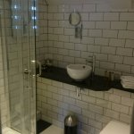 en suite bathroom standard plus room