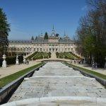 El Palacio de la Granja desde lo alto de la Fuente de la Cascada