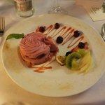 Dessert à base de framboises et de cerises
