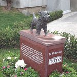 Memorial to toto from wizard of oz