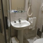 baño con puerta corredera pequeño
