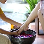 Foot bath ritual before the main treatment begins. Enjoy this fresh ritual for selectetd treatme