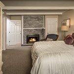 Photo de Crescent Lake Inn & Suites