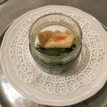 Calamaro con zafferano e polvere di pomodoro, offerto dal ristorante