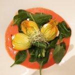 Fiore di zucchina ripieno alla ricotta di capra, limoni amalfitani e guazzetto di datterini
