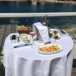 Déjeuner sur la terrasse de la chambre