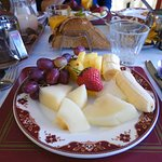 Assiette de fruits frais.