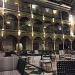 Restaurante y cafeteria en el patio del palacio