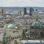 Blick von der Dachterasse auf Dom und Potsdamer Platz
