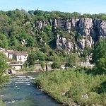 A visiter: château d Aubenas,  gorges de l Ardèche vallon pont d arc. Voguë