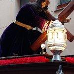 Fachada de Santiago con cofradía Nazareno