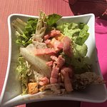 salade aux lardons, magrets de canard et frites, soit fromage et confiture, soit tarte aux pomme