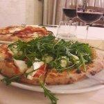 pizza con vino