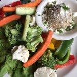 Hummus and fresh veggies
