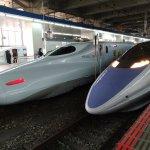 停靠在博多車站內的新幹線列車