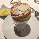 Soufflé à la vanille et tartare de fruits exotiques à l'aloe vera