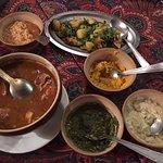 heerlijk diner (kalfsvlees stoofpot) met uitgebreide groenten