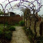 Jardin Tudor House
