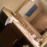 KING SUITE_BATHROOM