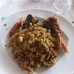 La paella... avec le riz rond et les gambas