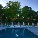 Jardins de l hôtel avec piscine chauffée